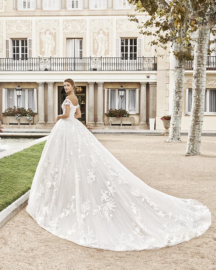 Robe de mariée Bagant de profil - Boutique à Héricourt